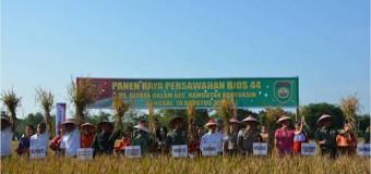 Pangdam II/Swj Bersama Kapolda Sumsel Panen Raya