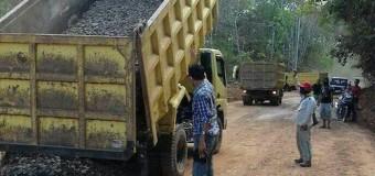 Bupati Iskandar Minta Warga Ikut MerawatSetelah PembangunanPerbaiki Jalan Pesisir Timur