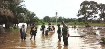 Babinsa Koramil 406-02/Rawas Ilir Bantu Korban Banjir