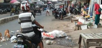Sampah Berserakan di Jalan Kawasan Pasar Musi Tebingtinggi Kabupaten Empatlawang