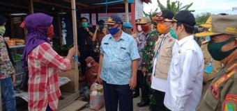 Bupati dan Wabup Sosialisasi Langsung ke Pedagang untuk Gunakan Masker