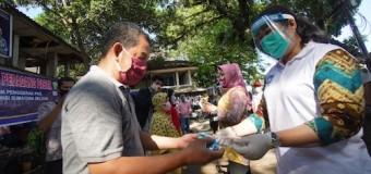 Cegah Penyebaran Covid, Feby Deru Bagi-Bagi Face Shield ke Tiga Pasar Tradisional