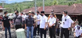 Bupati Joncik Salurkan Bantuan untuk Korban Kebakaran di Desa Tanjung Agung