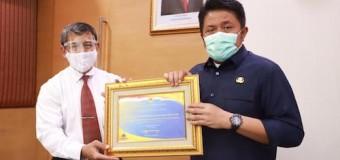 Raih WTP Lima Kali Berturut-Turut, Gubernur Herman Deru Terima Penghargaan