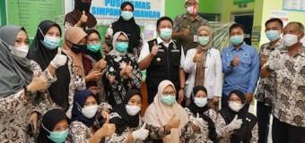 Pasca Disuntik Vaksin, Herman Deru Tinjau Tiga Puskesmas di Luar Kota